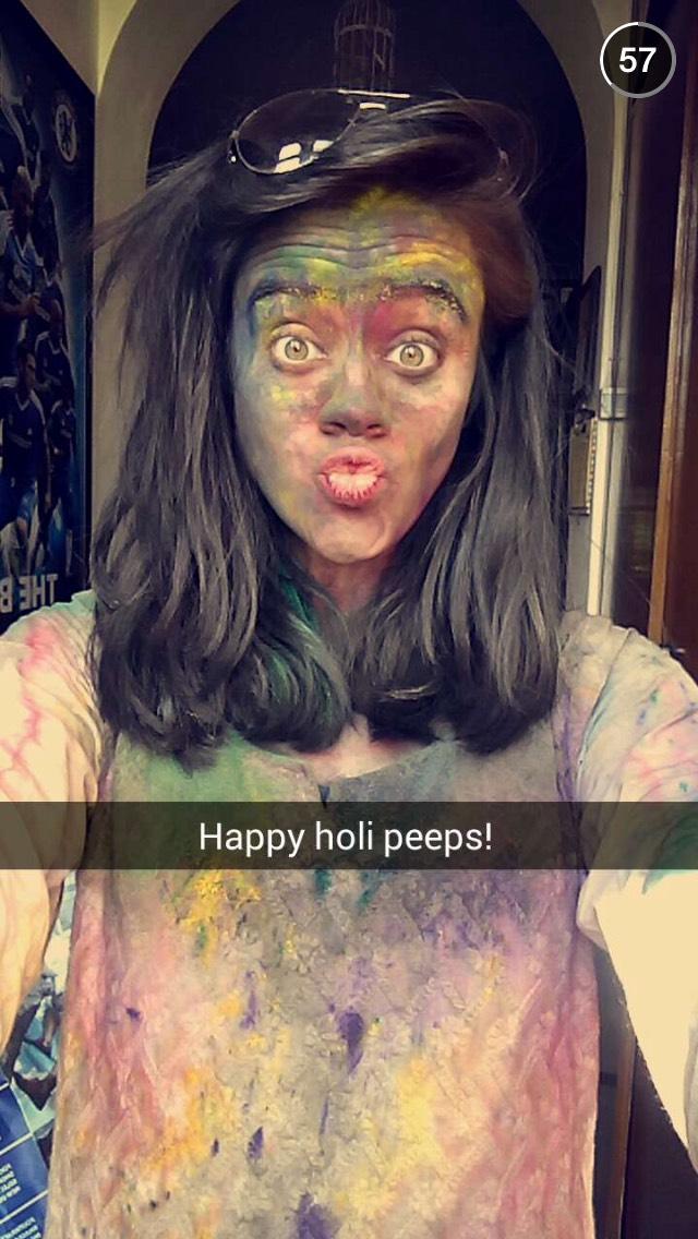 holi-selfie-snapchat