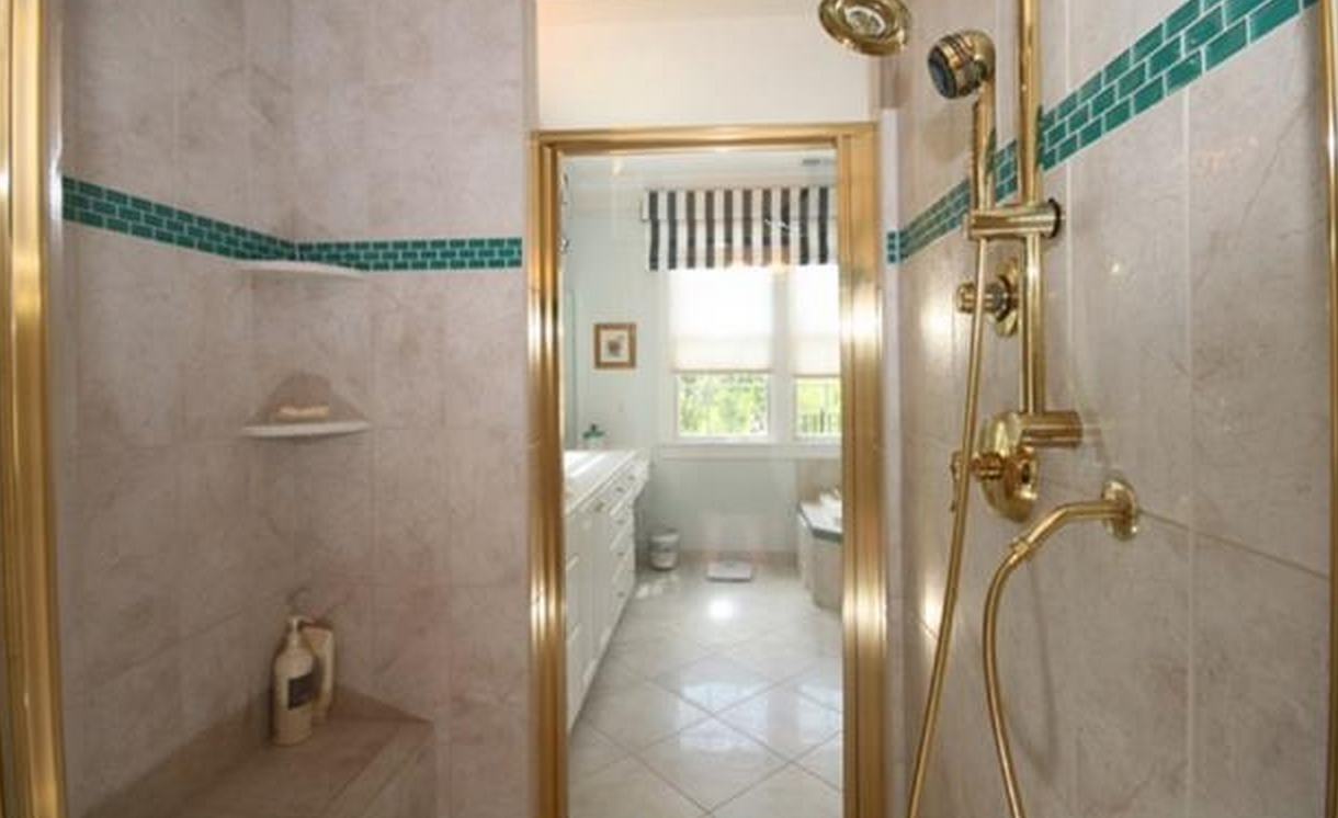 white-bathroom-meadowmont-home-for-sale