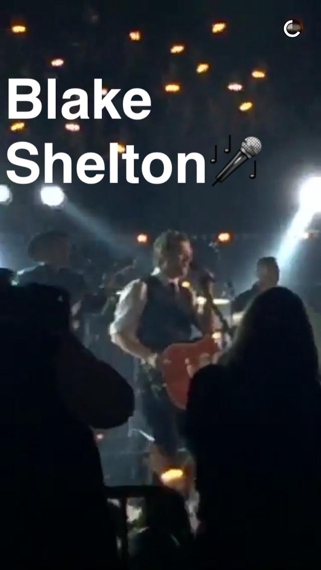 blake-shelton-cma-snapchat